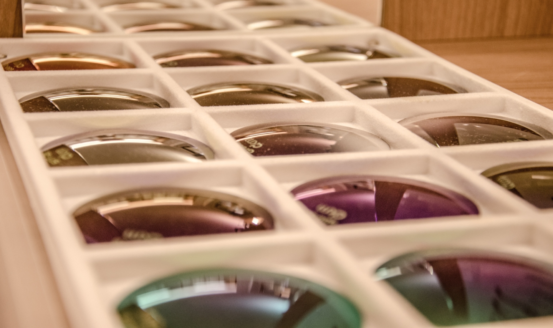 korekcijska stekla, progresivna stekla, bifokalna stekla, fotokromatska stekla.